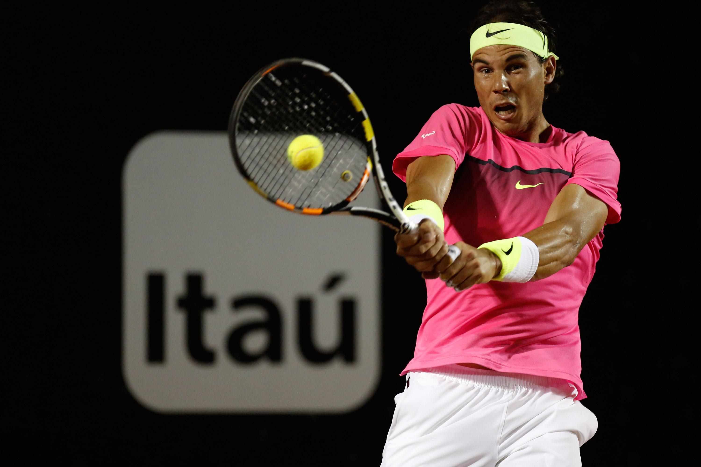 Rafael Nadal tem trabalho com jovem compatriota, mas avança às quartas do Rio Open