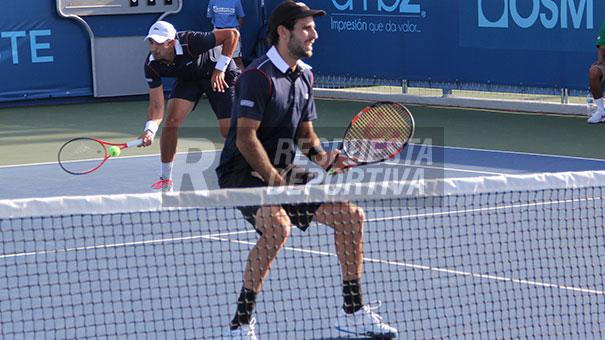 "César ""Tiburón"" Ramírez avanza en dobles."