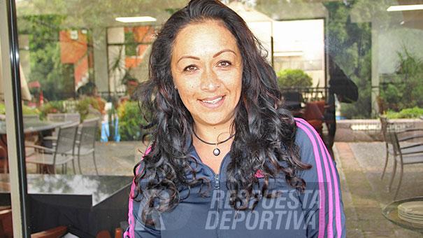 DAMAS: YOLANDA VELÁZCO MUY ACTIVA