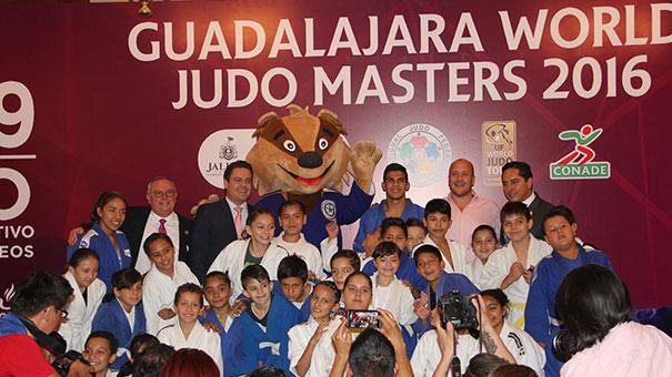 Presentan medallas del Judo Masters de Guadalajara.