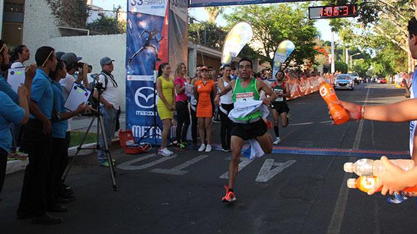 VICKY GARIBAY: Juan Carlos Carera y Dulce María Rodríguez campeones del Medio Maratón San Javier.