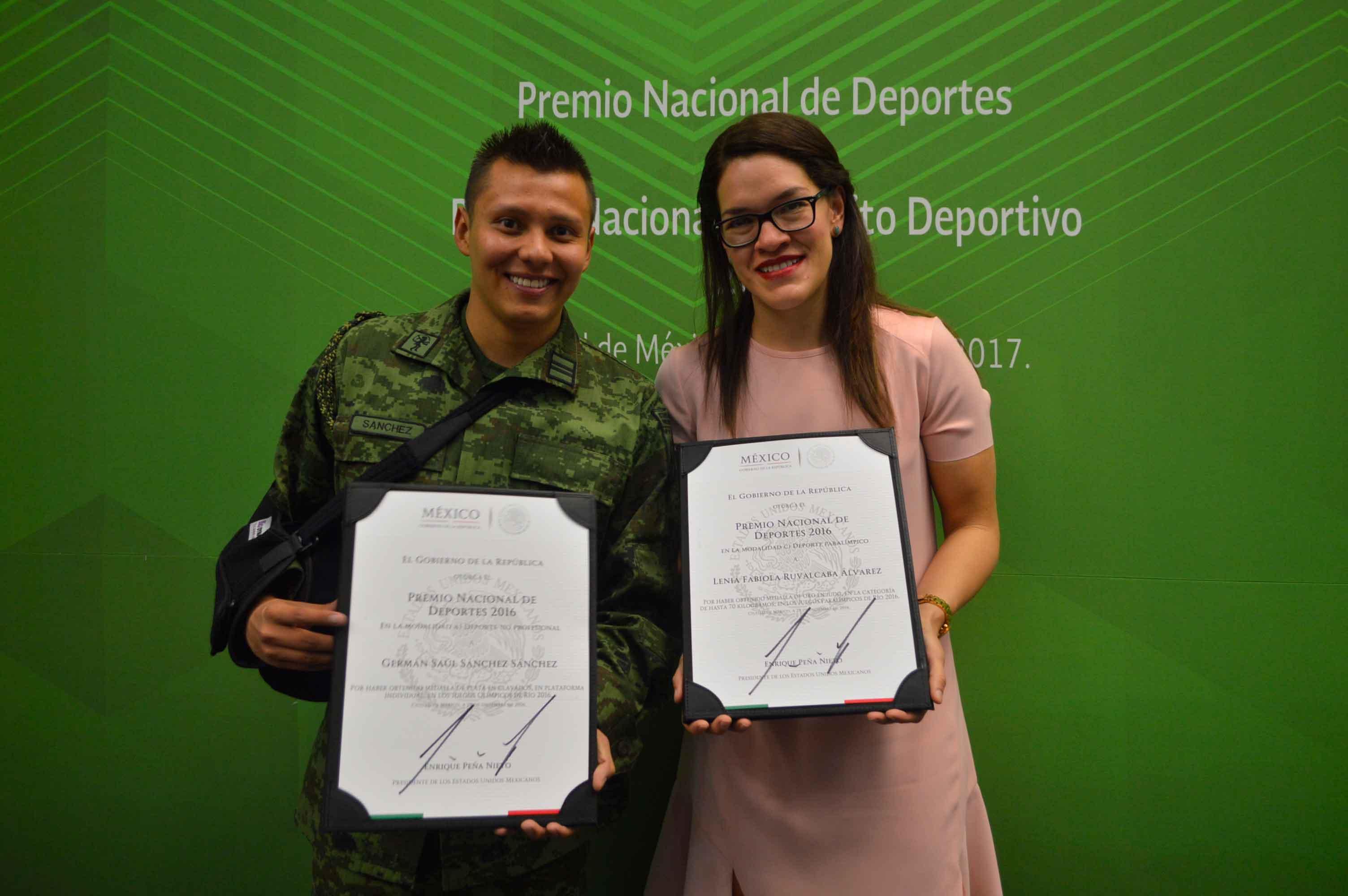 Reciben jaliscienses el Premio Nacional de Deportes 2016.