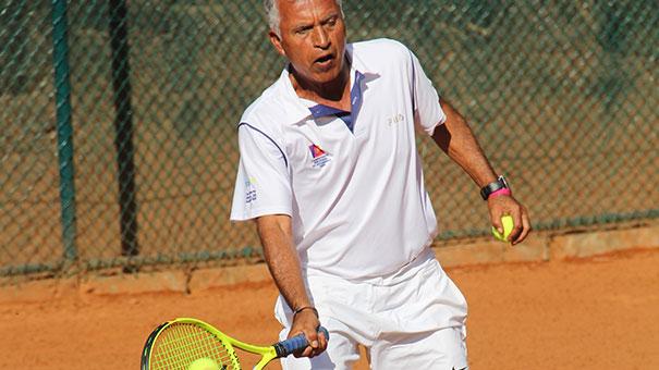 Salvador García abre contundente en 55 años; Álvaro Cantú, a semifinales en categoría de 70
