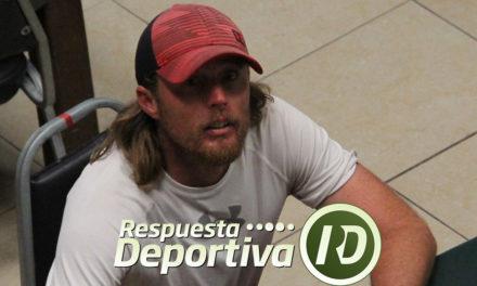 REFORMA: CHRIS LETCHER ROBA CÁMARA