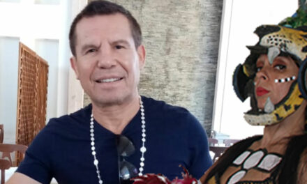 JULIO CÉSAR CHÁVEZ SUPERVISA A SU HEREDERO